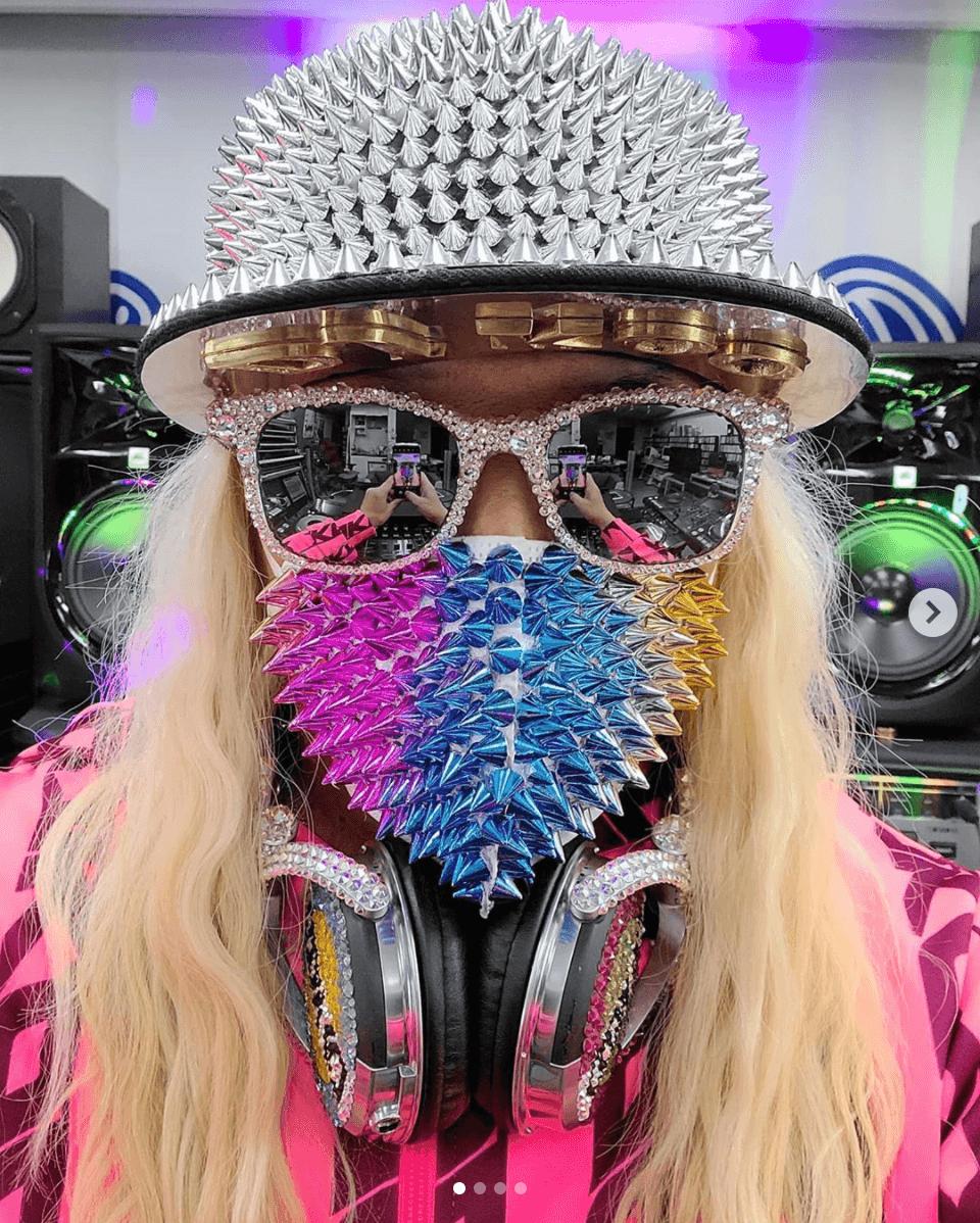 DJ KOO、ド派手すぎるマスクコーデSHOT披露し反響「凄い無敵感」「息出来るんでしょうか??w」サムネイル画像