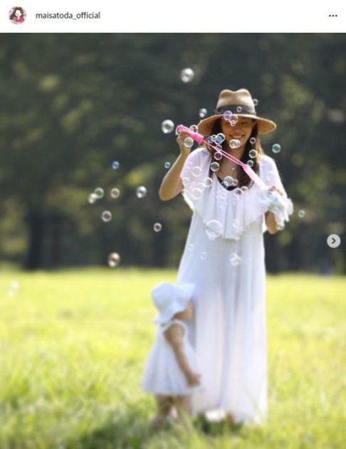 """里田まい、子供たちとの""""夏の思い出""""SHOTに反響「絵になるような素敵な写真」「一番幸せな日常」サムネイル画像"""