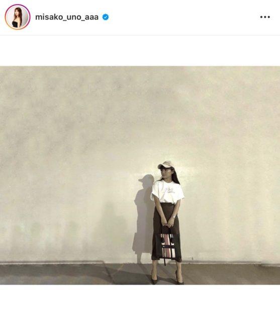 """「スタイル抜群!」AAA宇野実彩子、""""美脚チラリ""""なカジュアル大人コーデ公開し反響「足細いなあ」"""