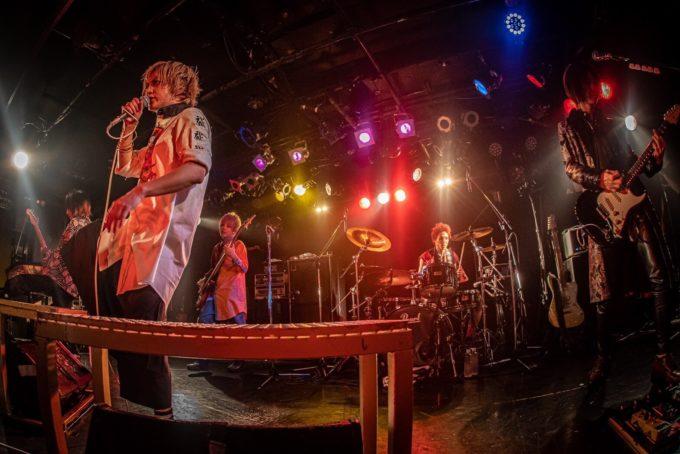 "BugLug、""反コロナ""を掲げたアルバムと有観客ライブを発表"