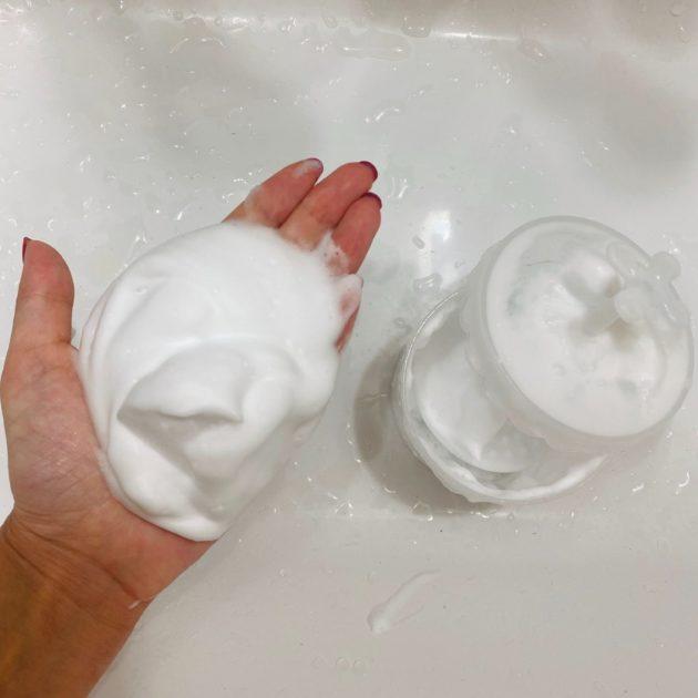 プロが教える毛穴の汚れケア!100均で叶うもっちり泡の作り方とは
