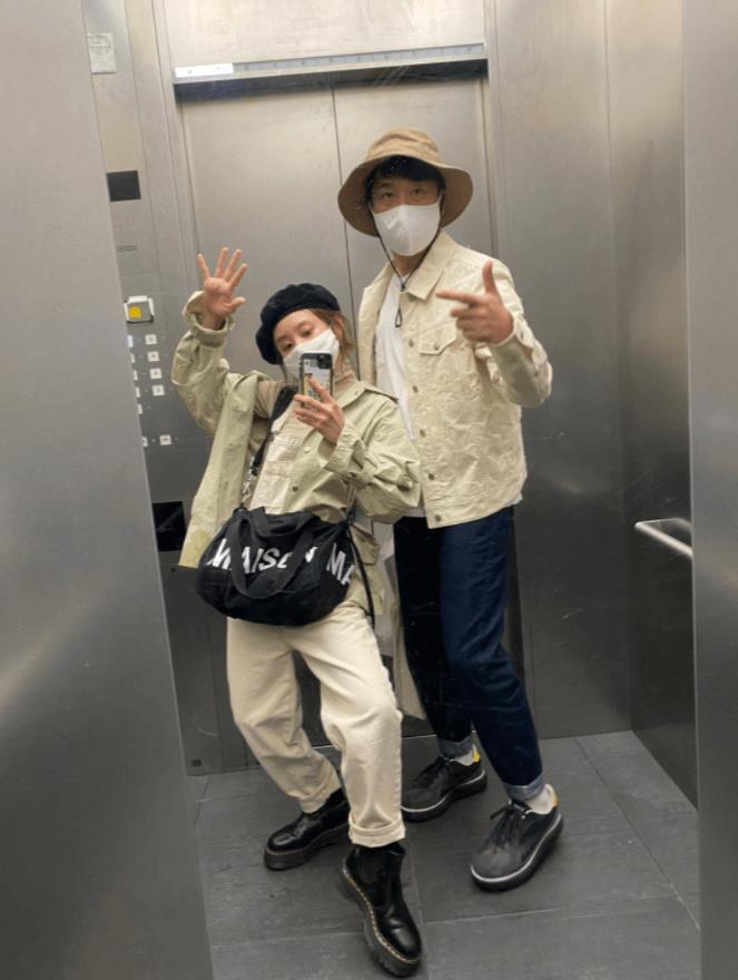 """高橋愛、夫・あべこうじと""""偶然のリンクコーデ""""「同じような格好をしていて…」"""