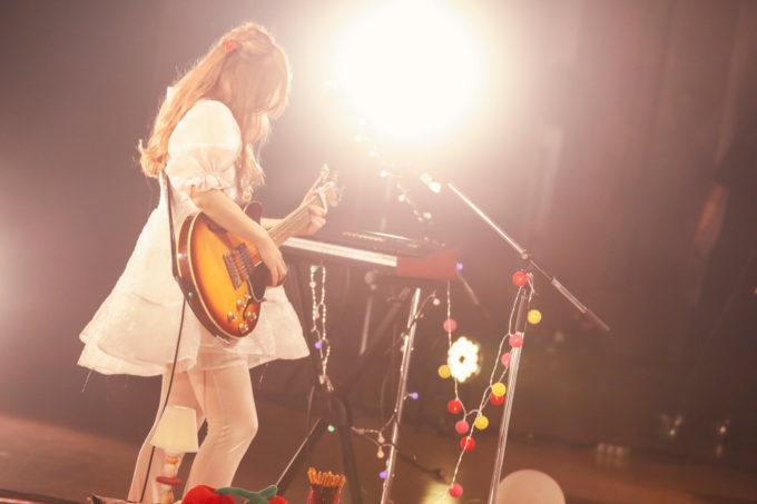 コレサワ、初の無観客LIVE「HEART BREAK TOUR!!~Home Party~」から「帰りたくないって」のLIVE映像を公開