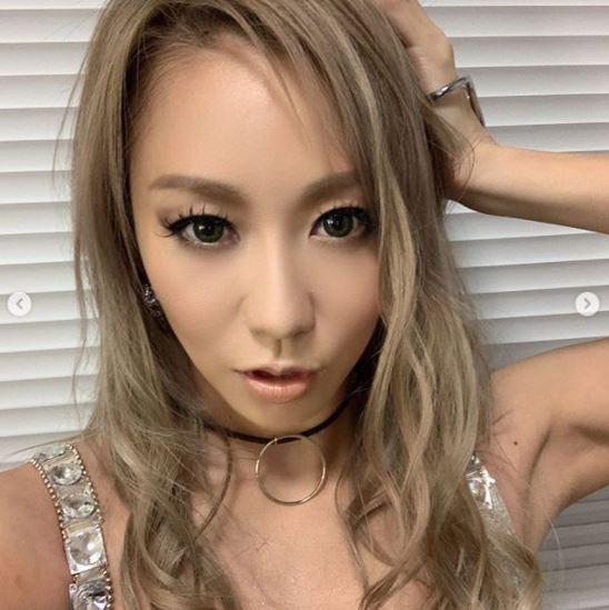 倖田來未、タイトワンピースの自撮りSHOTに絶賛の声「スタイル良すぎて見惚れました」「美しすぎる」