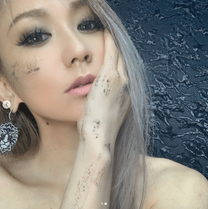 """倖田來未、クールな表情&美デコルテの""""ピアスSHOT""""に反響「どんどん綺麗に」「全てが完璧」"""