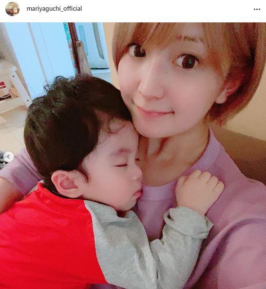 矢口真里、スヤスヤ息子を抱っこする微笑みSHOTに反響「矢口さんにそっくり」「天使の寝顔」サムネイル画像