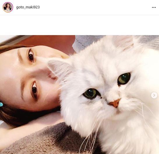 後藤真希、愛猫との寝ころび2ショットに反響「スッピンもお綺麗」「めっちゃ可愛い」サムネイル画像