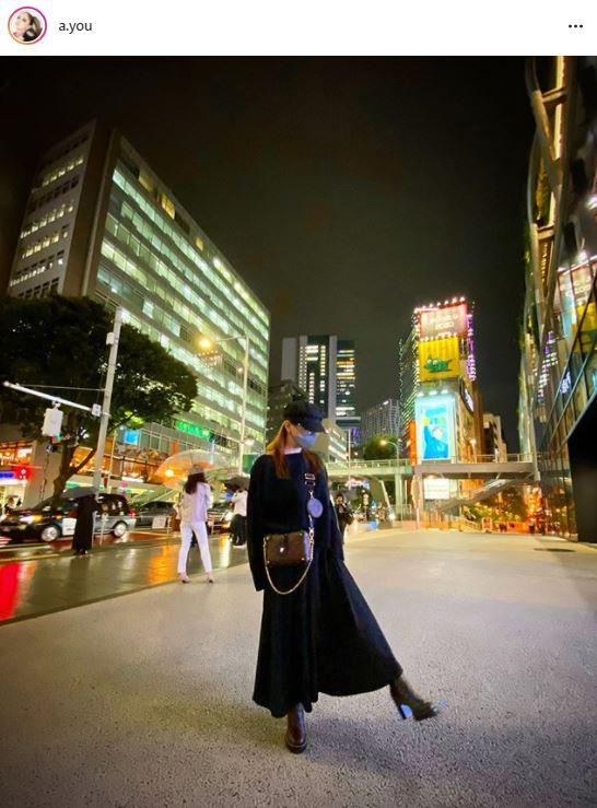 浜崎あゆみ、ブラックコーデの夜景SHOTに反響「超かっこいい」「お洒落で可愛い」