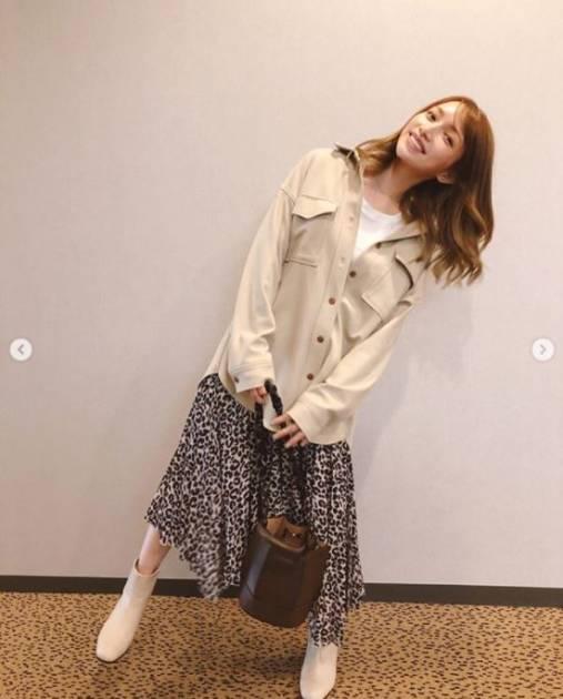 後藤真希、ゆる巻きヘア×秋ファッションの微笑みSHOT公開し「いつも美しい」「絵になってますね」の声
