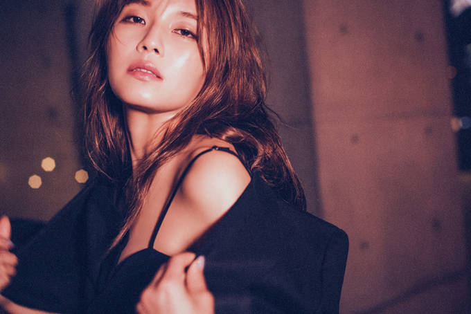AAA宇野実彩子、ファンブックで洗礼された美ボディを披露