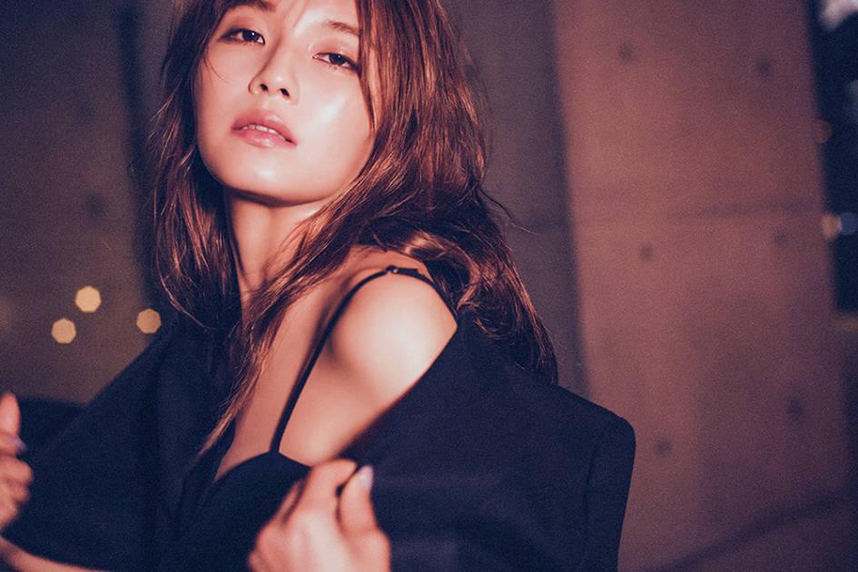 AAA宇野実彩子、ファンブックで洗礼された美ボディを披露サムネイル画像