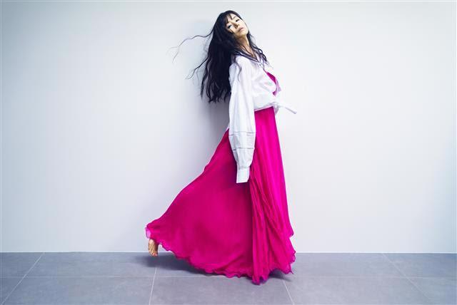 小西真奈美、新作『Cure』からの先行SG「君とはもう逢えなくても」の発売を記念&初のトーク配信を開催