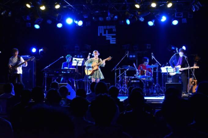 MAINA(大阪☆春夏秋冬)、生誕ライブでバンドを従え自作ソロ曲を初披露