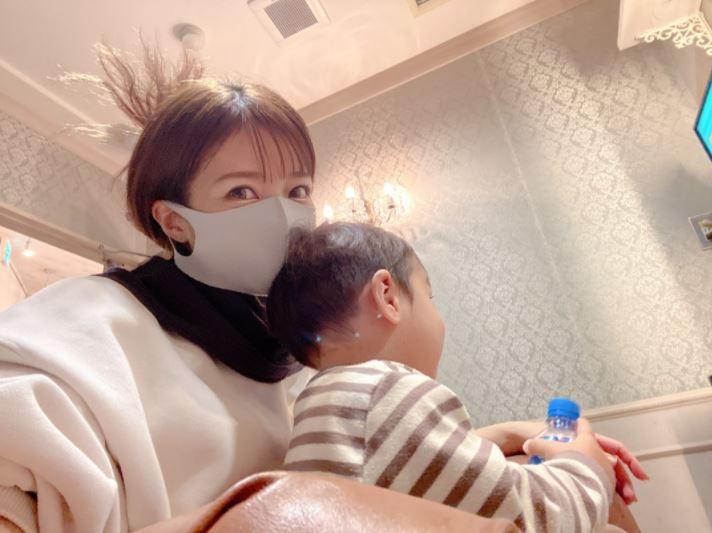 辻希美、長女と自身のヘアメンテナンスを報告&兄弟仲良しSHOT公開「染めて頂きました」