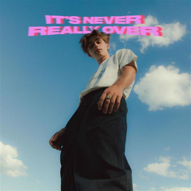 ジョニー・オーラン、が約1年ぶりの新作EP『It's Never Really Over』を発表