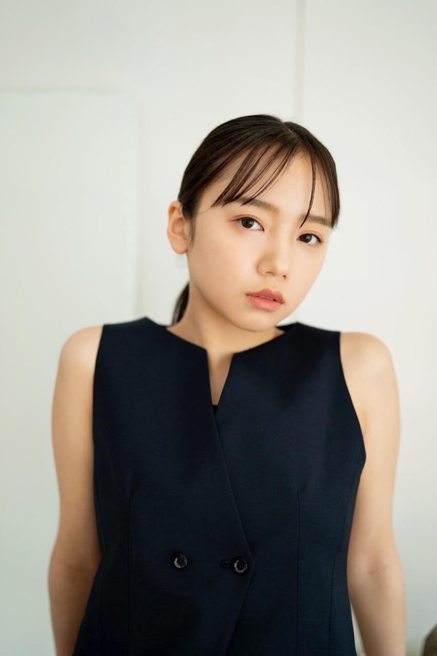 """日向坂46・齊藤京子、素材の良さの際立つ""""すっぴん風メイク""""SHOT公開"""