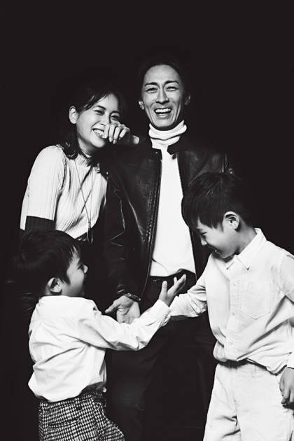 """ナイナイ矢部&青木裕子夫妻、""""家族4SHOT""""を初公開サムネイル画像"""