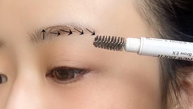 毛の流れを整える