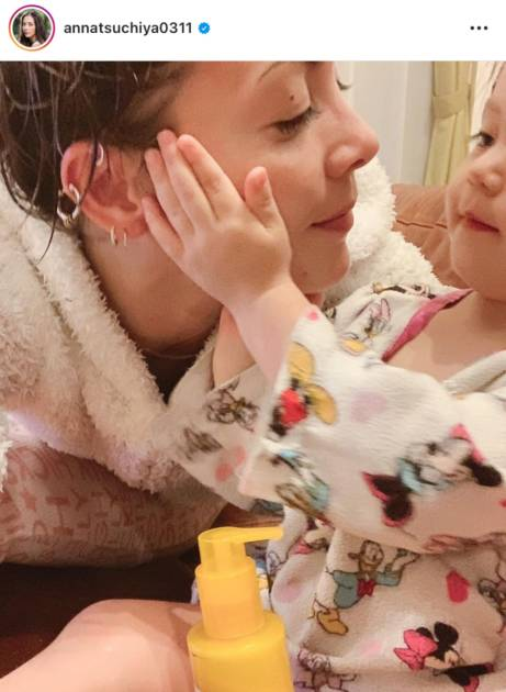 """「可愛い親子」土屋アンナ、娘たちとの""""お風呂上り""""SHOT公開し反響「微笑ましい」"""