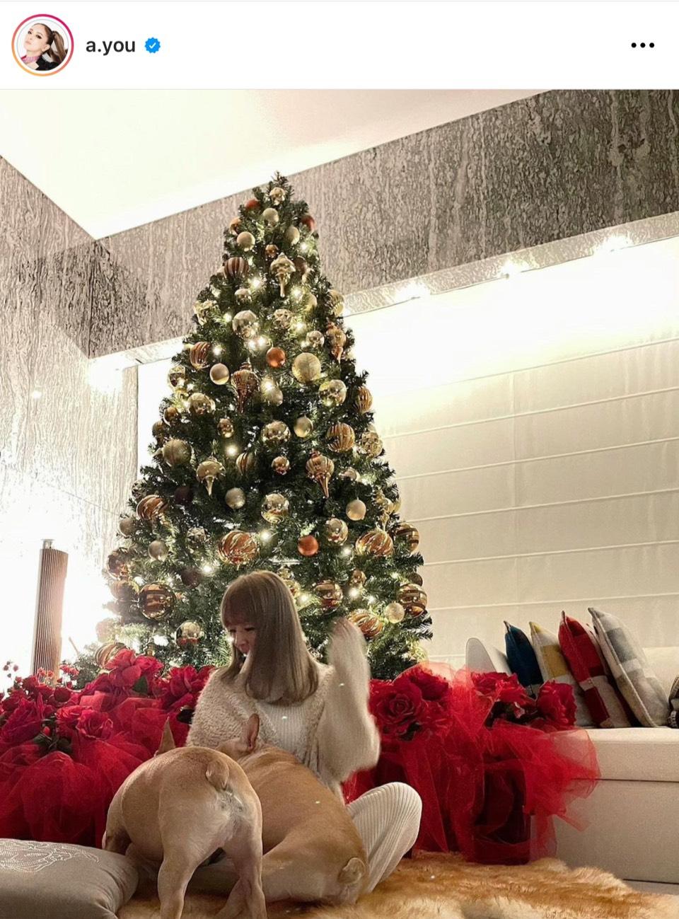 「部屋が豪華!!」浜崎あゆみ、クリスマス仕様な自宅の様子&ニューヘア写真を公開「理想のクリスマスツリー」