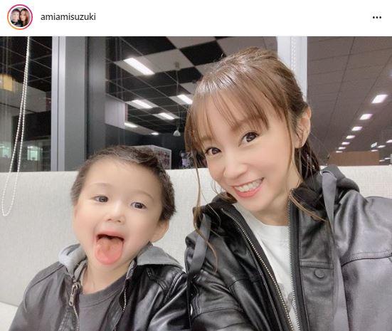 """鈴木亜美、3歳息子との""""お揃い風""""2SHOTに「2人とも可愛い」「息子くん、大きくなりましたね」の声"""