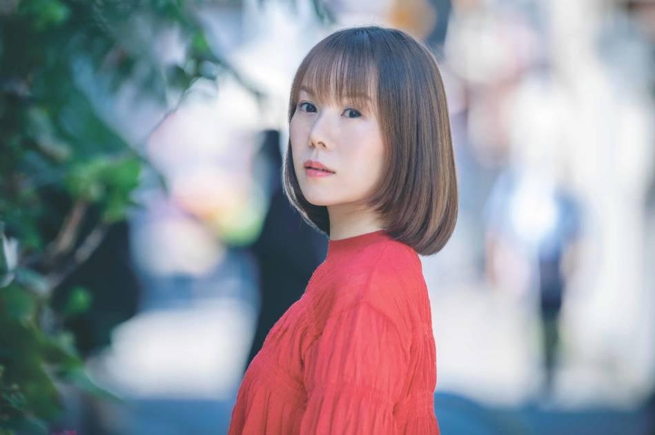 半崎美子、初のカバーアルバムから「ホームにて」「大空と大地の中で」MV公開サムネイル画像