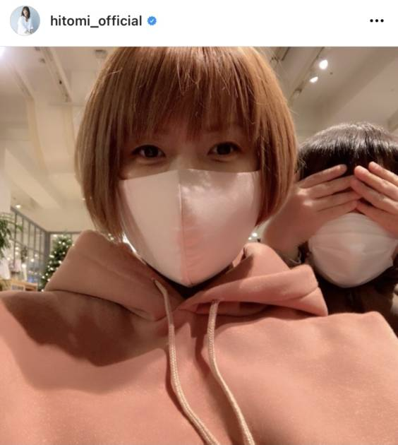 "hitomi、長男との2SHOT公開&産後の""無理しない""体型事情明かす「甘やかしボディで…」サムネイル画像"