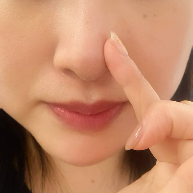 毛穴の目立つ小鼻にぬりぬり