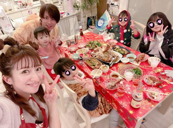 辻希美、家族6人のクリスマスパーティ&豪華ディナーを公開「かぁさん大満足です」サムネイル画像
