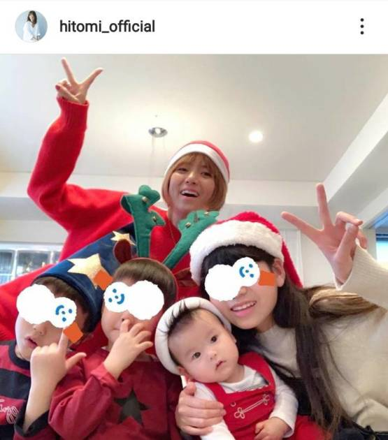 "hitomi、姉弟集合の""クリスマス5SHOT""公開し反響「素敵な家族」「いい笑顔」サムネイル画像!"