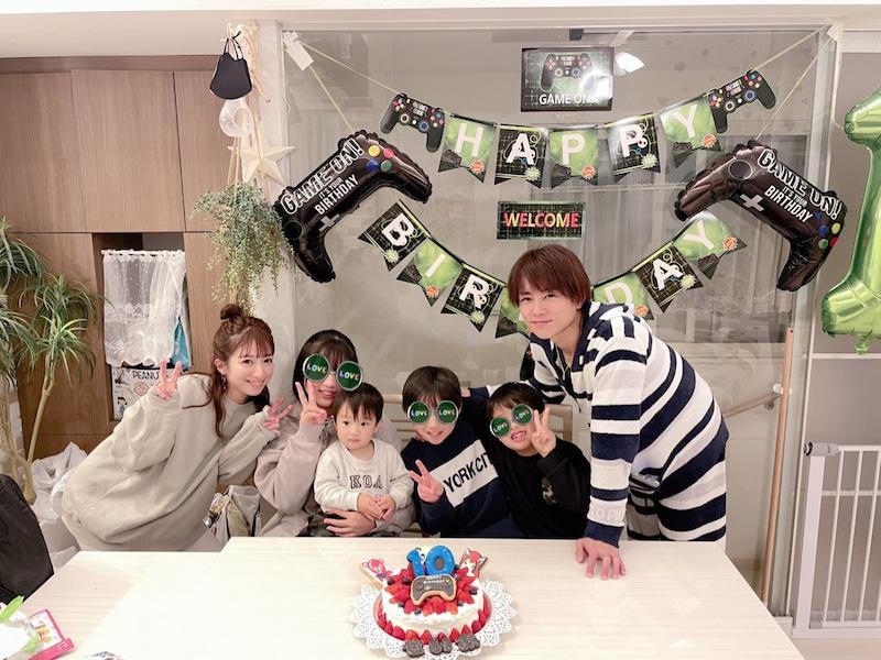 """辻希美、長男の誕生日祝う家族6SHOT&4人姉弟の""""ベストショット""""も公開「すくすく育ってくれる事だけを…」サムネイル画像!"""