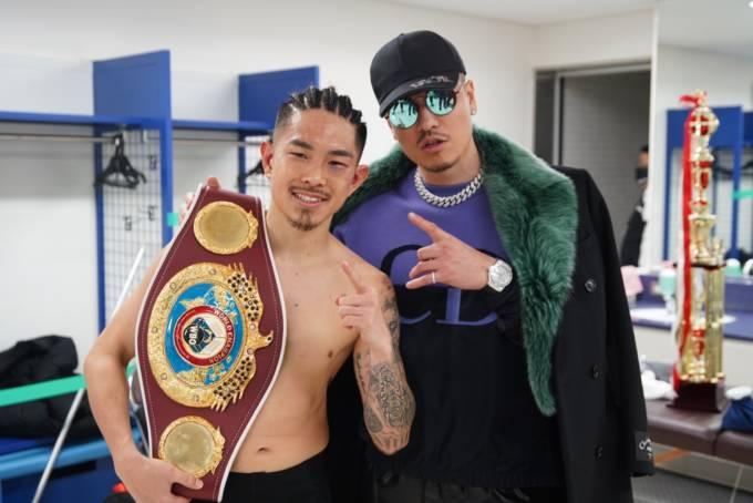 ボクシング世界4階級王者 井岡一翔ベルト防衛!兄貴と慕うHIP HOPアーティストAK-69の生歌唱入場時は全て勝利