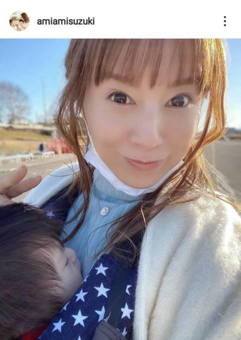 鈴木亜美、次男を抱いたアップSHOT&長男の姿を公開し反響「べっぴん」「ママしてますね」