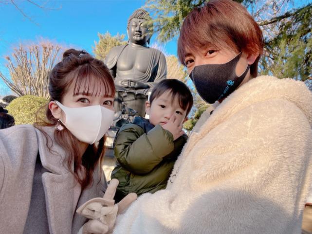 辻希美、家族での初詣&長女と三男の手つなぎSHOTも公開「笑顔で過ごせますように」