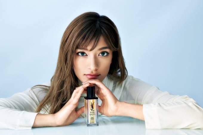 YSL BEAUTY ジャパン アンバサダーのローラも実感!「ピュアショットで今すぐ、新時代肌」SPページ公開