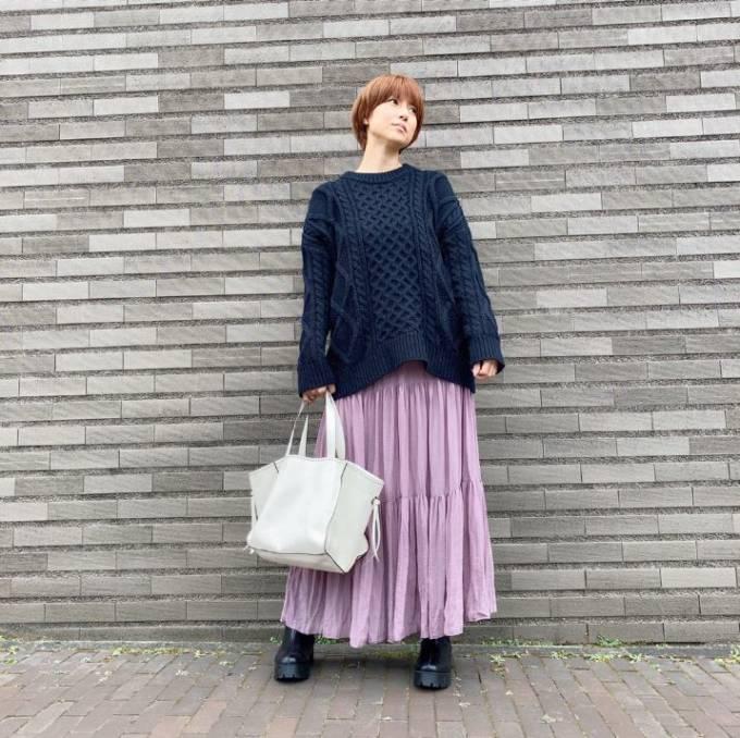 hitomi、生後5ヶ月三男の体重を公開&お散歩ファッションに反響「スタイルいい」「とても素敵です」