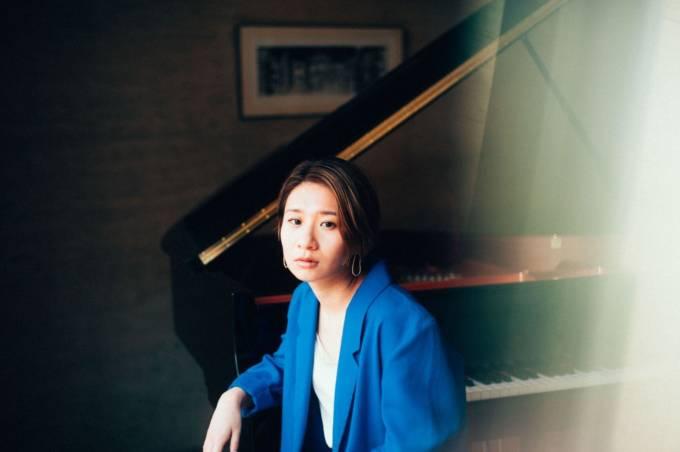 桑原あい、キャリア初のソロ・ピアノ・アルバムが4月7日に発売決定&「星影のエール」が先行配信