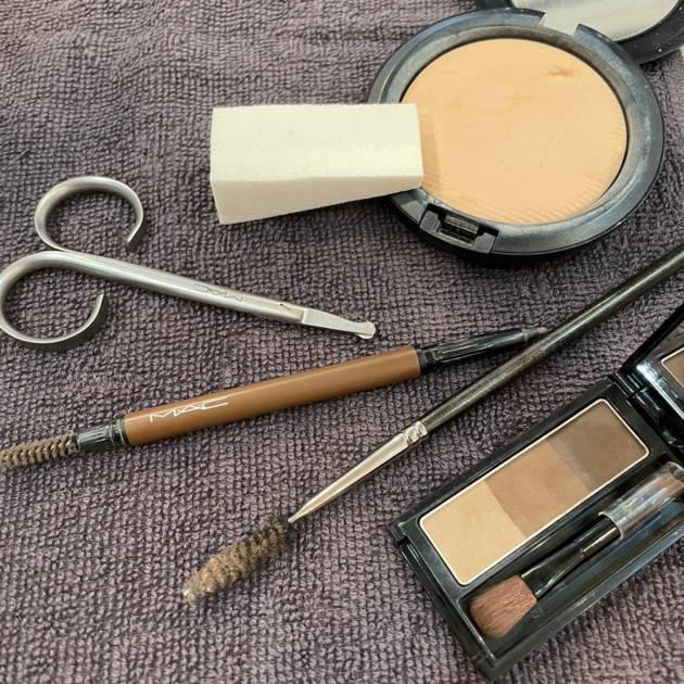 【プロが教える】どこを切ればいいの?簡単な眉毛のカット方法伝授!サムネイル画像