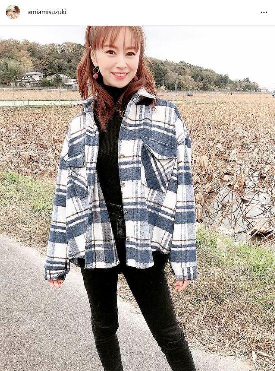 鈴木亜美、美脚な黒パンツコーデに反響「可愛すぎる」「永遠のアイドル」