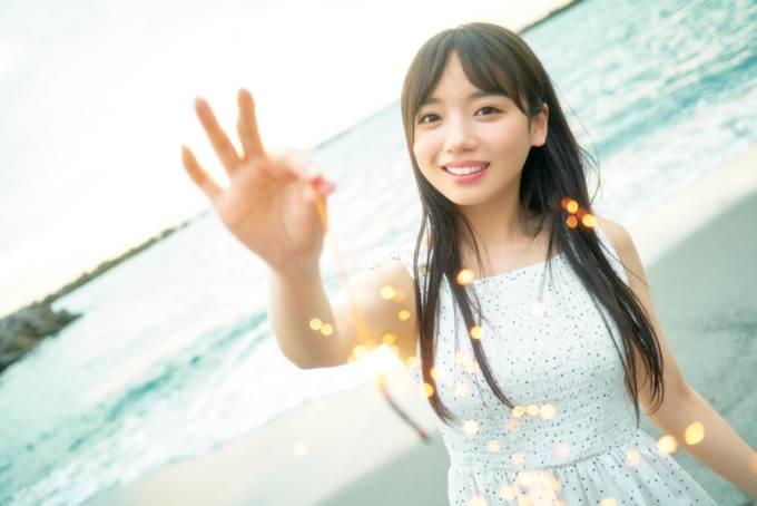 日向坂46・齊藤京子、笑顔のデートSHOT&写真集特典カットが公開