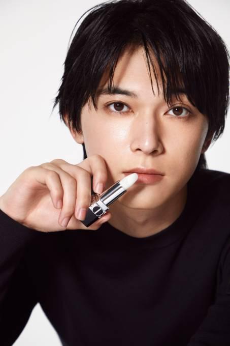 ディオールから吉沢亮がまとうフローラル ケア バーム「ルージュ ディオール バーム」誕生