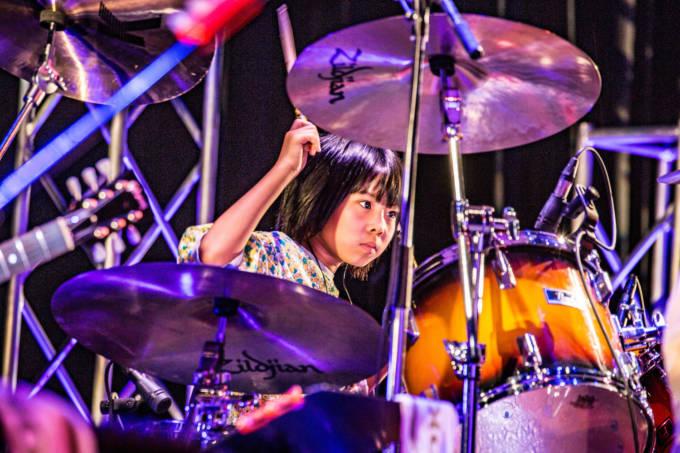 11歳の少女ドラマー・よよか、史上最年少で世界的なドラム関連サイト「ドラマーワールド」世界TOP500ドラマーに選出