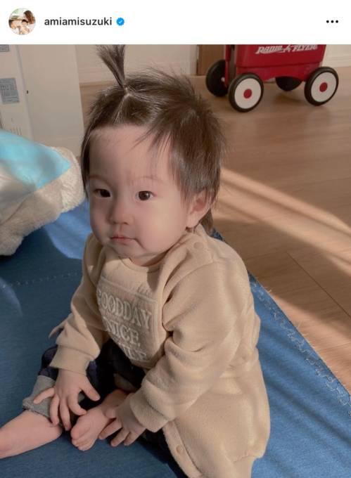 """鈴木亜美、""""私の赤ちゃんの時みたい""""な次男のちょんまげヘアSHOT公開し反響「アミーゴに似てる」「男前」"""