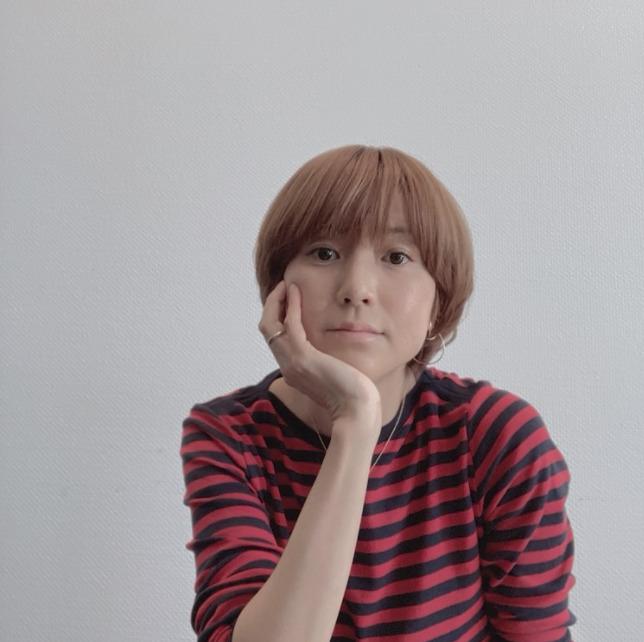 """hitomi、""""45歳目前""""の心境を明かす「立派なおばちゃんだけど…」"""