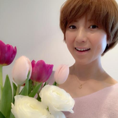 hitomi、45歳の誕生日を報告&子供の手書きメッセージに「嬉しいーっ!!」サムネイル画像