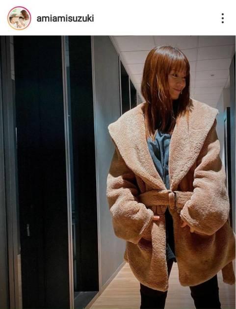 「20代に見える!!」鈴木亜美、美スタイルの私服コーデに反響「細いから似合うねー」サムネイル画像!