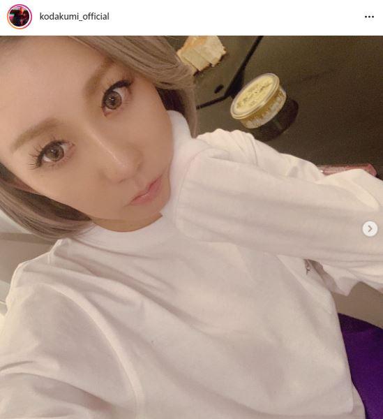 倖田來未、ナチュラルメイクの頬杖SHOTに反響「ピンクリップ新鮮」「この可愛いさは神」