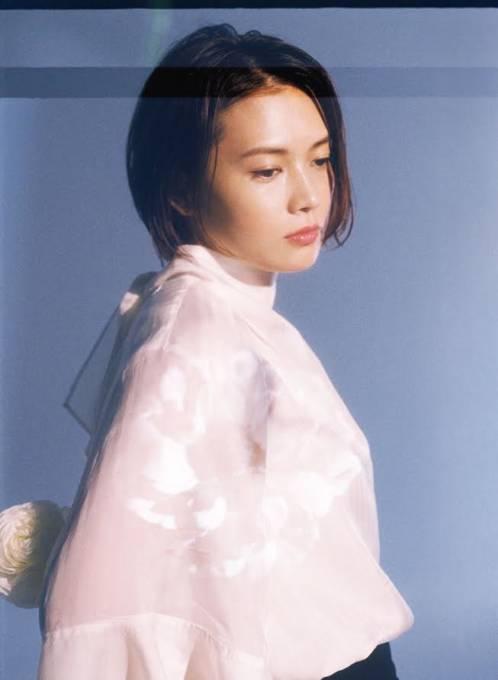 YUI、デビュー15周年を記念したセルフカバーミニアルバム「NATURAL」リリース決定