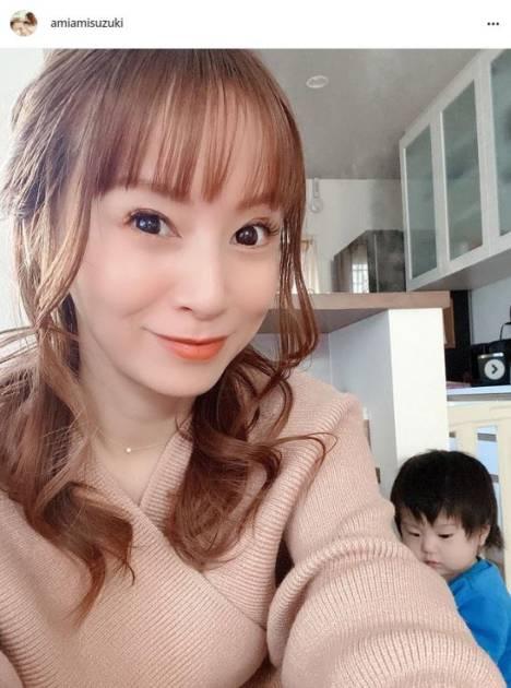 """鈴木亜美、""""30代ラスト""""の誕生日を振り返る「家族にお祝いしてもらいました」「幸せ者だな」サムネイル画像!"""