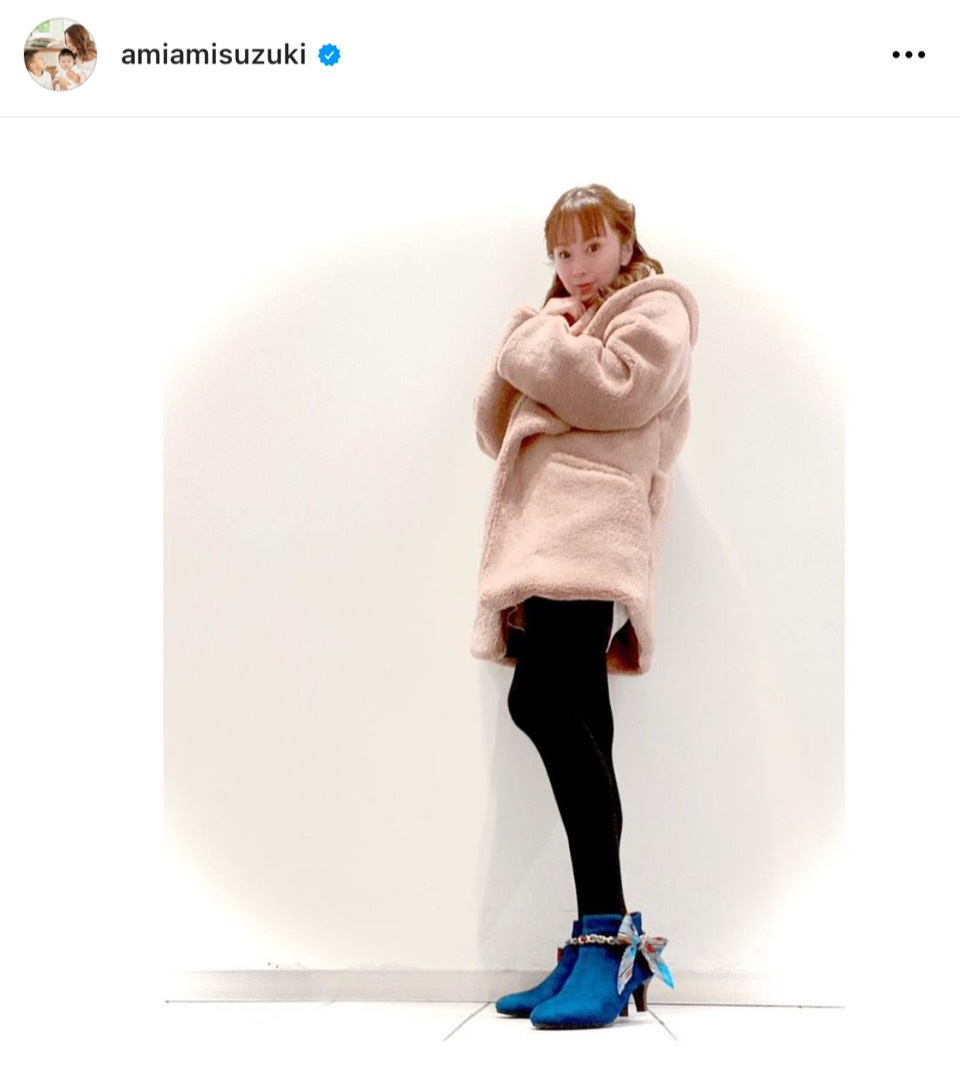 鈴木亜美、美脚際立つショートブーツコーデ披露し反響「おしゃれすぎ!!」「若い」